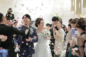 c7576921f50c8 今日の結婚式は人前式ご列席いただいた皆様おひとりおひとりがまことさん あやかさんの結婚の立会人となりますおふたりの職場の大切な方に立会人代表になっていただき  ...